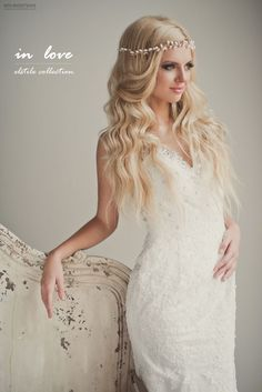 Loose Curls Wedding Hair - Belle The Magazine - Bohemian Wedding Hairstyle -. - Loose Curls Wedding Hair - Belle The Magazine - Bohemian Wedding Hairstyle - - Bride Hairstyles For Long Hair, Boho Hairstyles, Pretty Hairstyles, Wedding Hairstyles, Unique Hairstyles, Boho Wedding Makeup, Bohemian Wedding Hair, Hair Wedding, Bohemian Style
