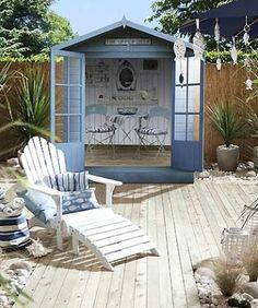 looks lovely how to plant a coastal garden Cute beach style garden design idea, complete with shed (beach hut), hanging fish amp;Cute beach style garden design idea, complete with shed (beach hut), hanging fish amp; Seaside Garden, Coastal Gardens, Beach Gardens, Small Gardens, Beach Theme Garden, Coastal Style, Coastal Decor, Seaside Style, Seaside Beach