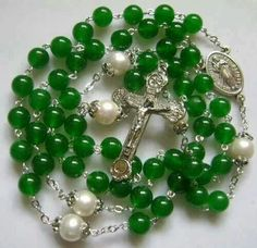 Rosary Prayer, Praying The Rosary, Holy Rosary, Prayer Beads, Catholic Jewelry, Rosary Catholic, Bride Of Chucky, Crochet Placemats, Real Pearls