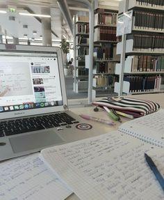 Study Desk, Study Space, Study Room Decor, Work Motivation, College Motivation, Study Pictures, Study Organization, Pretty Notes, Study Hard