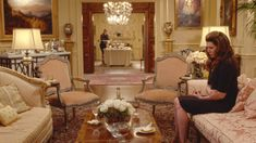 Houses from Gilmore GIrls A Year in the Life: Emily Gilmore house decor House Sitting, Sitting Rooms, Gilmore Girls House, Mansion Designs, Diy Home Decor, Room Decor, The Life, Beautiful Homes, Sims