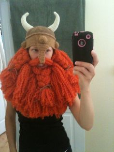Epic Viking Beard by Caitlin Pautler - This free crochet pattern includes the hat! Crochet helmet with horns. Crochet Crafts, Crochet Toys, Crochet Projects, Free Crochet, Knit Crochet, Ravelry Crochet, Loom Knitting, Knitting Patterns, Crochet Patterns