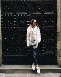 """Cozy like a bear  | wearing @shop_sincerelyjules jeans + Proenza bag via @fwrd #lookfwrd"""