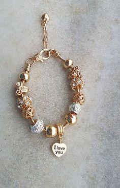 Pulseira tipo pandora com berloques dourados. Stylish Jewelry, Cute Jewelry, Jewelry Bracelets, Jewelry Accessories, Fashion Accessories, Fashion Jewelry, Women Jewelry, Wrap Bracelets, Pandora Bracelet Charms