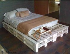50 Creative Recycled DIY Projects Pallet Beds Design Ideas - Home/Bedroom - Pallet Projects Wood Pallet Beds, Diy Pallet Bed, Diy Pallet Furniture, Diy Pallet Projects, Home Furniture, Wood Pallets, Pallet Ideas, Pallet Bed With Lights, Home Bedroom