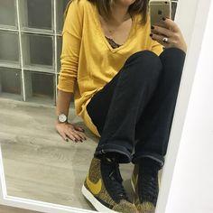 Il fait gris mais je vois jaune ☀️ Pull #Promod Jean #letempsdescerises Top #stradivarius Baskets #nikeblazer Montre #cluse #instadaily #instafashion #instamode #mode #fashion #instamood #mood #look #lookoftheday #todayimwearing #outfit #outfitoftheday #ootd #stylebyles