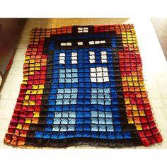8bit Tardis Doctor Who crochet afghan (520 squares) by  breauxsbeforehoesart - Tardis pattern: https://de.pinterest.com/pin/374291419001736670/