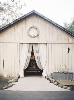 Obsessed with this barn!!! | Photography by Braedon Photography