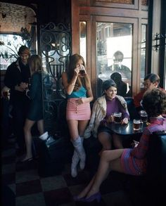 A pub in Kings Road, 1967. Photo by David Hurn.