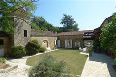 Close to the beautiful Valley Vineyards Prayssac sector on the heights and with point of view full South - wide property on courtyard surrounded by. Mansion Houses, French Property, Greenhouse Gases, Property Listing, Acre, In The Heights, Terrace, Swimming Pools