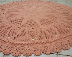 tapete-redondo-para-sala-em-croche-com-150-cm-salao Free Crochet Doily Patterns, Crochet Designs, Crochet Doilies, Crochet Bookmarks, Filet Crochet, Beautiful Crochet, Crochet Projects, Tatting, Needlework