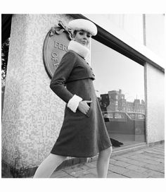 1966. Model Evelijn de Ruiter shows an outfit designed by fashion designer Ferry Offerman. Photo Hans Drukkers. #amsterdam #1966 #FerryOfferman