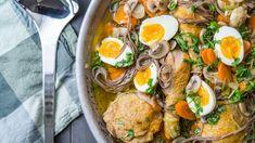 Man skulle kanskje ikke tro at det var mulig å lage en suppe med hele kyllinglår på 20 minutter, men med denne metoden går det helt fint. Her freser du kyllingen ganske godt og lager kraft i samme panne. Bon Appetit, Ramen, Stew, Easy Meals, Easy Recipes, Side Dishes, Recipies, Eat, Cooking
