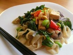 Low-Carb Peanutty Shirataki Noodles with Baked Tofu, Edamame and Greens