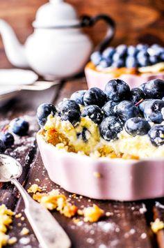 Mini tart with blueberries and mascarpone