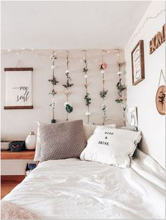 Dorm dormroom decor roomdecor home homedecor kunstlederbetten College Bedroom Decor, Teenage Room Decor, Room Ideas Bedroom, Bedroom Inspo, Decor Room, Cozy Bedroom, Bedroom Inspiration, Diy Dorm Decor, Girls Bedroom