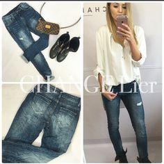 New❤️ Jeansy - element w garderobie każdej kobiety❤️ Klasyczny fason, delikatne przetarcia ✨ Dopełnienie każdej stylizacji Na co dzień połącz je z t-shirtem, na wieczór dodaj szpilki, parę dodatków i STYLIZACJA gotowa❤️ Rozmiar S Szerokość w pasie - 34cm  Rozmiar M  Szerokość w pasie - 37cm