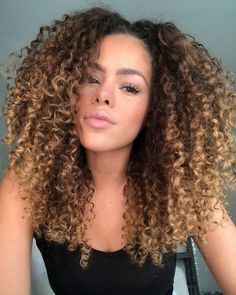 63 stunning examples of brown ombre hair - Hairstyles Trends Ombre Curly Hair, Brown Ombre Hair, Colored Curly Hair, Curly Hair Cuts, Curly Hair Styles, Natural Hair Styles, Wavy Hair, Highlights Curly Hair, Balayage Hair