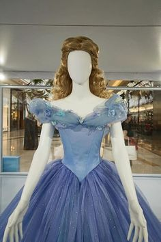 A view of the the bodice of Cinderella's ballgown, from Cinderella (2015).