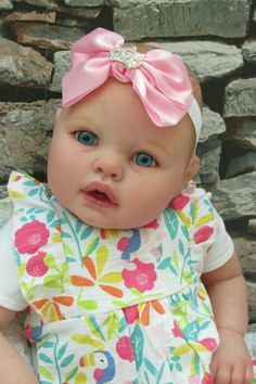 Today's Wednesday Wonder is this beautiful little girl called Abigail designed by Fiorenza Biancheri. Reborn Baby Girl, Reborn Babies, Reborn Dolls Uk, Beautiful Little Girls, Baby Skin, Wednesday, Design, Reborn Dolls