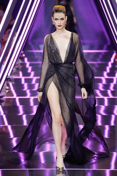 2cfac3232902 Ralph   Russo Fall 2018 Couture Fashion Show Collection  See the complete  Ralph   Russo