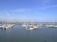 Ausblick von der Langeoog-Fähre auf den Jachthafen von Bensersiel.
