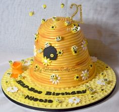 Beehive Cake, a Hap-Bee Birthday Cake for all Bee fans