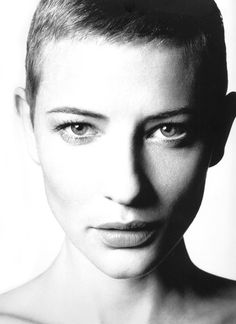 photo NB : Cate Blanchett, actrice de cinéma australienne, style androgyne