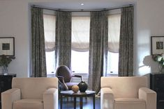 Curtain rods for bay window have simplified things as far as home decor and interior go. These rods are helpful in decorating your bay window with pretty curtains. Bay Window Curtain Poles, Corner Curtain Rod, Corner Window Curtains, Window Curtain Designs, Cool Curtains, Custom Curtains, Curtain Room, Bay Window Treatments, Window Coverings