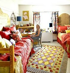 College Dorm Interior Design Ideas Duer this article is really helpful!- adding a rug and curtains and make a dorm feel more like home Boho Dorm Room, Cute Dorm Rooms, Bohemian Dorm, Boho Apartment, Apartment Living, Apartment Ideas, Living Room, Studio Apartment, Apartment Design