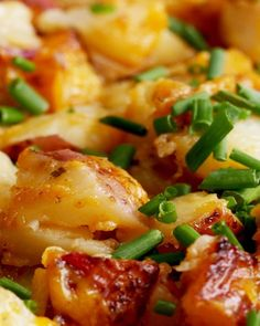 These Cheddar Ranch Potatoes Are Delicious And Super Easy To Make - whoa! Ranch on my potatoes? And we didn't have chives at home so we used scallions 👍🏼👍🏼- Lan Potato Side Dishes, Vegetable Side Dishes, Side Dish Recipes, Vegetable Recipes, Dishes Recipes, Ranch Potato Recipes, Russet Potato Recipes, Ranch Potatoes, Cheddar Potatoes