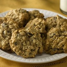 Hearty Oatmeal Raisin Cookies