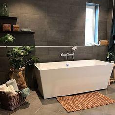 """Inspirasjon fra Bademiljø on Instagram: """"Lekkert bad stylet av @rorlegger1.bademiljo 👌🌿#bademiljø #oppussing #interiør #baderomsinspo#tipstilhjemmet #svedbergs #nyttbad"""" Alcove, Bathtub, Bathroom, Home Decor, Stylus, Standing Bath, Washroom, Bath Tub, Decoration Home"""
