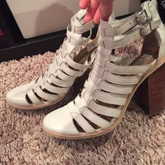 Dolce Vita super cute heels!! Lightly worn! Barely worn dolce vita heels! Perfect for spring. Purchased at Nordstrom rack. SZ 9. Dolce Vita Shoes Heels
