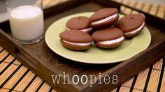 Receta tradicional de whoopies de chocolate con marshmallow.  Traditional chocolate whoopies with marshmallow recipe.    La Salsa Studio  lasalsastudio.com