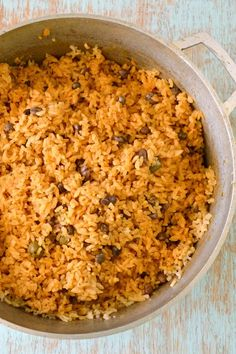 Puerto Rican Rice recipe - Arroz con Gandules (Rice with Pigeon Peas). The best rice in the world! Easy Rice Recipes, Mexican Food Recipes, Real Food Recipes, Puerto Rican Dishes, Puerto Rican Recipes, Arroz Con Gandules Recipe, Spanish Rice Recipe, Pigeon Peas, Yellow Rice