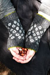 Ravelry: Gillean Wrist Warmers pattern by Karina Westermann