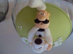 Pote de café decorado em biscuit Pode ser decorado em outras cores.   * Preço do conjunto de potes: açúcar + café + sal + porta toalha cozinheiro: 100,00. R$ 35,00
