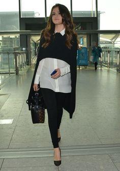 Le pull cape noir de Selena Gomez