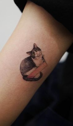 Sol Tattoo, a parlor from Seoul brings a breath of fresh air in an industry full of heavy and complicated designs with their minimalist animal tattoos. Cute Animal Tattoos, Under My Skin, Tattoo Parlors, Pinterest Photos, S Tattoo, Symbolic Tattoos, Future Tattoos, Body Mods, South Korea