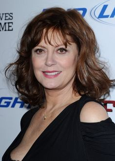 Medium Hair Styles For Women Over 40 | Susan Sarandon Wavy Hairstyle for women over 60s | Hairstyles Weekly