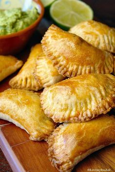 Empanadas with minced meat 2 - mexican Cuisine Snacks Für Party, Lunch Snacks, Mexican Food Recipes, Snack Recipes, Cooking Recipes, Beef Empanadas, Food Porn, Dutch Recipes, Comfort Food