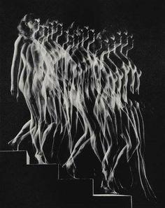 A photographic rendering of Marcel Duchamp's Nude Descending a Staircase No. 2 by Gjon Mili fine art nude Movement Photography, Light Painting Photography, Nude Photography, Marcel Duchamp, Gjon Mili, Eadweard Muybridge, Hardcore, Edward Weston, Multiple Exposure