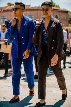 Pitti Uomo is underway and Robert Spangle has captured the most stylish men on the streets of Florence. Cheap Mens Fashion, Best Mens Fashion, Mens Fashion Suits, Men's Fashion, Fashion Ideas, Fashion Quotes, Fashion Styles, Fashion Inspiration, Fashion Trends