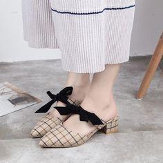 [leggycozy] Cute Plaid Pattern Bowknot Block Heels Pointed Toe Mules S Women's Summer Fashion, Fashion Wear, Large Size Shoes, Kawaii Shoes, Stylish Sandals, 2020 Fashion Trends, Thick Heels, Fashion Sandals, Mules Shoes
