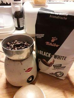 WERBUNG Hallo Leute... ...eben hat mein Zusteller gegongt. Was bringt er mir wohl? Natürlich mein Kaffeetest Päckchen von Tchibo / FOR BLACK ´N WHITE ! So schnell habe ich es nicht erwartet. Wie der Kaffee uns geschmeckt hat, könnt ihr im Blog lesen... . #blogger #coffee #kaffee #Kaffeetest #produkttest #Tchibo #TchiboBnW #tchibocommunity #tchibodeutschland #tchiboforblackandwhite #tchiboprodukttest #time4coffee #time4tchibo #werbung Black N White, Pudding, Desserts, Blog, Advertising, Tailgate Desserts, Deserts, Black And White, Black White