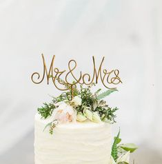 "Gold Wire ""Mr & Mrs"" Wedding Cake Toppers - Decoration - Beach wedding - Bridal Shower - Bride and Groom - Rustic Country Chic Wedding Mr Mrs Cake Toppers, Gold Cake Topper, Rustic Cake Toppers, Wedding Cake Prices, Country Wedding Cakes, Chic Wedding, Rustic Wedding, Wedding Ideas, Party Wedding"