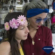"""Nani: """"Eu não devia ter gritado com você."""" Lilo: """"Nós somos irmãs. É o nosso trabalho."""" Lilo e Stitch #pinchbeck #acessórios #turbante #headband #flores #brinco #corrente #irmãs #liloestitch #boanoite"""