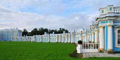 . El palacio de catalina – Rusia! Esta residencia comenzó a construirse en 1717 por Catalina I de Rusia para proporcionar un palacio de verano para su placer. En 1752, fue rediseñado en estilo rococó