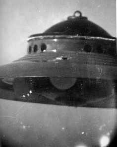 OVNI Adamski - 13-12-1952 Hollow Earth, Unidentified Flying Object, Alien Planet, Alien Abduction, Aliens And Ufos, War Photography, Flying Saucer, Coast To Coast Am, Furry Drawing
